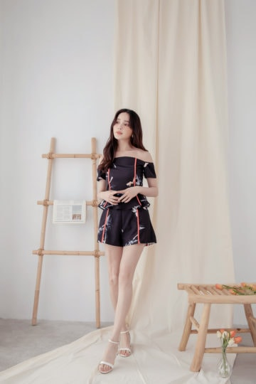 Vivid short Printed Black Base 12
