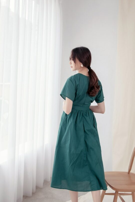 Mary Midi Dress in Green 9