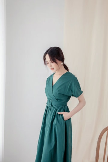 Mary Midi Dress in Green 11